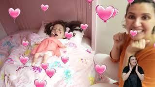 👋🏻 LIBRAS 👋 Valentina finge ser um bebê  para ganhar pirulito ★  شفا تحولت إلى بيبي !