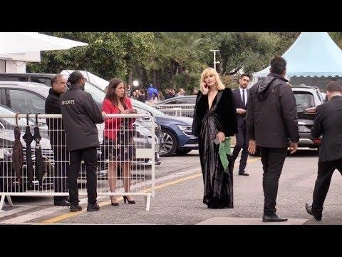 EXCLUSIVE : Julie Gayet recalee a l'entree du Palais des festival par la securite à Cannes