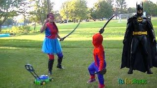 Spider-man/girl  VS Batman ? Spider-man/girl mowing lawn & fight  Batman