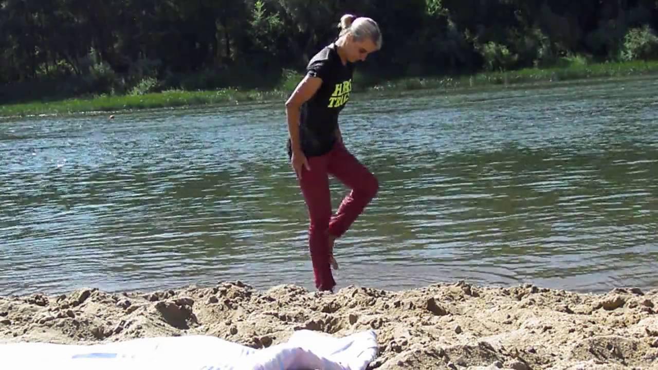 Душ в мокрой одежде видео