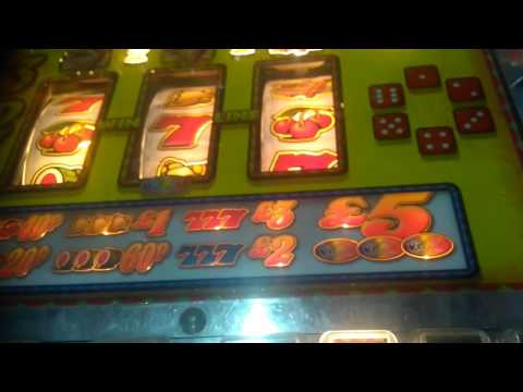 fruit machine - adders and ladders arena - someone left an invincible for me ! WSM grand pier 2017
