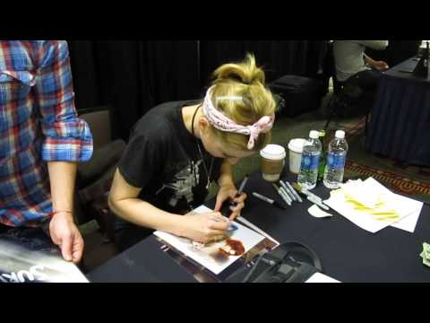 Alexandra Breckenridge of American Horror Story and Walking Dead signing for Sweetly Signed!!