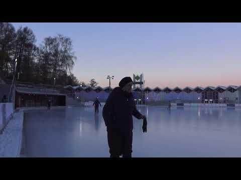 MOSCOW PARK SOKOLNIKI. THE DANCE FLOOR AND SKATING RINK ON THE ICE. 29 NOV 2018.