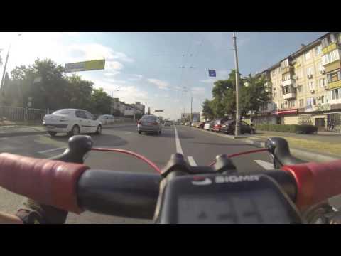 Шоссейный велосипед на дороге. Шоссейник. Шоссер. Скорость.