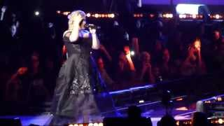 Kelly Clarkson @ Staples Center - Pregnancy Banter & Because of You/Breakaway