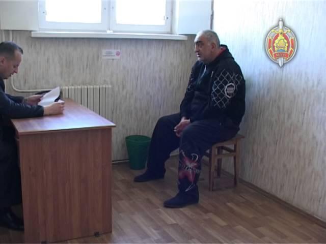Разыскиваемый за крупные хищения грузин разъезжал по Минску на «Мерседесе» со стразами