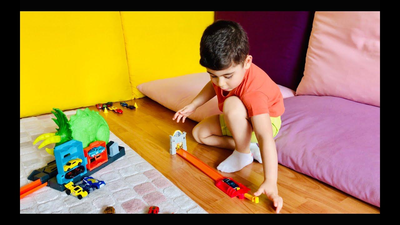 Emirin oyuncak lego Hot Wheels Arabaları yarışı oyuncak yarış arabaları çizgi film çocuk videosu