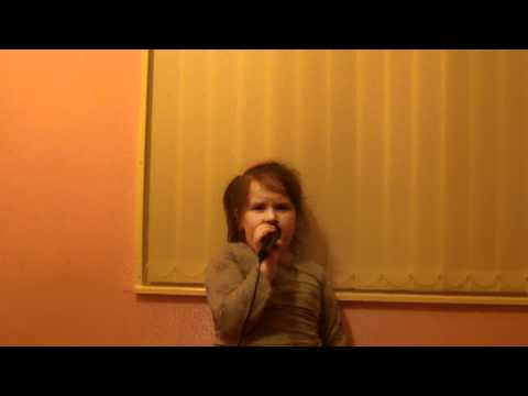 6 year old Annalise Hanlon singing Edge of Glory from Wirral UK