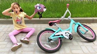 София играет на Детской Площадке в парке - Правила поведения для детей и родителей