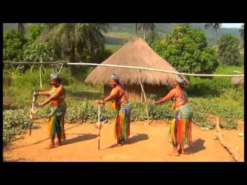 Les Amazones De Guinée - Au Coeur De Paris