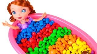 🔤 PRINCESA SOFÍA 🔤 Baño de M&M's Sorpresa Frozen, Buscando a Dory, Zootopia... | Aprender Jugando thumbnail