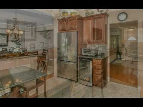 18 Simpson Dr, Old Bethpage, NY 11804