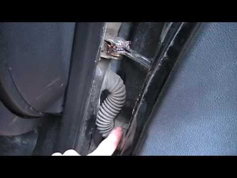 Уплотнитель проема передней двери и крыла.