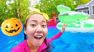 Halloween Science Experiment for Kids in Pool | Ellie Learns Float or Sink