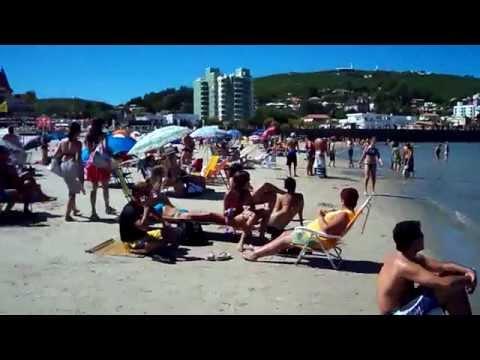 Piriápolis-Uruguay- Paseando por la playa.-