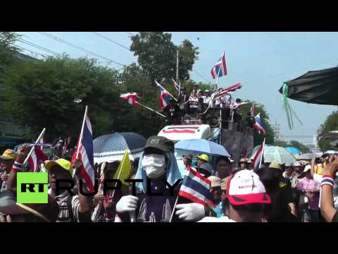Thailand: Protesters maintain pressure as Shinawatra buckles