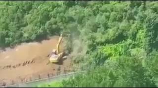 Maslak'ta boşaltılan askeri arazideki ağaçlar iş makinaları ile sökülüyor