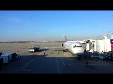 Airplane jetway timelapse
