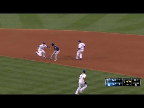 MIL@LAD: Urias picks off Braun in the 3rd inning