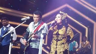Konser sang legenda puing puing RHOMA IRAMA dan NOER HALIMAH