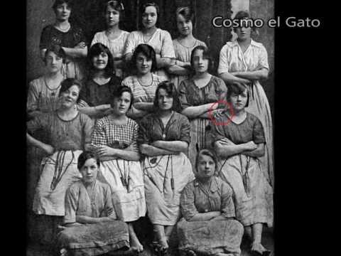 Descubren foto antigua con una mano fantasma.