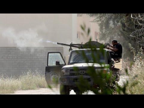 ليبيا: شوارع طرابلس تتحول لساحات معارك ونزوح أكثر من 30 ألف شخص  - نشر قبل 2 ساعة