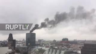 شاهد: النيران تشتعل بأشهر برج في برلين يحمل شعار مرسيدس-بنز