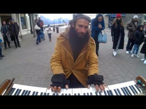 piano busker in queenstown 3 avi
