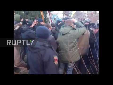 Ukraine: Clashes erupt as nationalists protest plans to change street names in Odessa