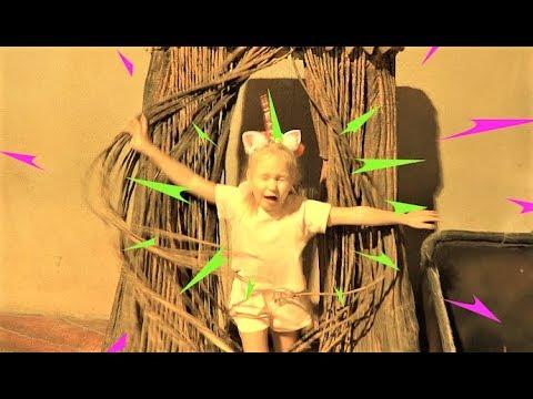 Алиса играет в Доме ВЕЛИКАНА пока он спит ! Развлечение для детей ! - Видео онлайн