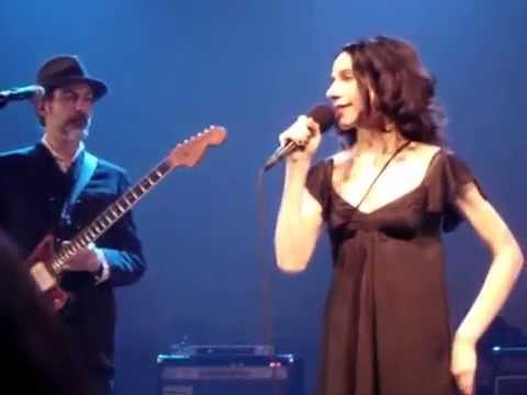 PJ HARVEY - A Woman A Man Walked By / The Crow Knows Where All The Little Children Go (2009)