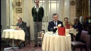 Fawlty Towers S1E4 The Hotel inspectors (Falični pansion - Hotelski inspektori)