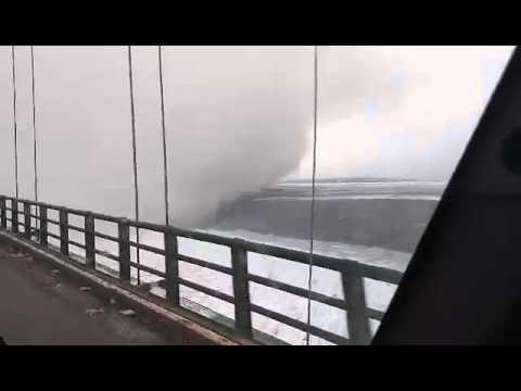 Snowstorm hits Mackinac Bridge