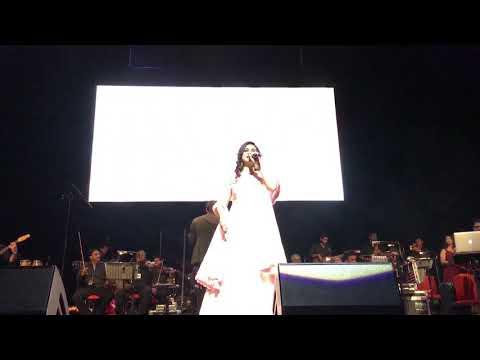 Shreya Ghoshal - Nagada Sang Dhol Bhaje - Live In Birmingham UK