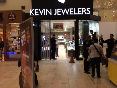 Robbers smash window at Valley Plaza Mall jewelry store