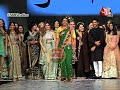 Download Video Sunil Grover aka Rinku Devi's FUNNY GAG At Shaina NC's Ramp Show! MP4,  Mp3,  Flv, 3GP & WebM gratis