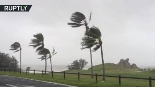 25,000+ evacuated as Cyclone Debbie reaches Australian shoreline