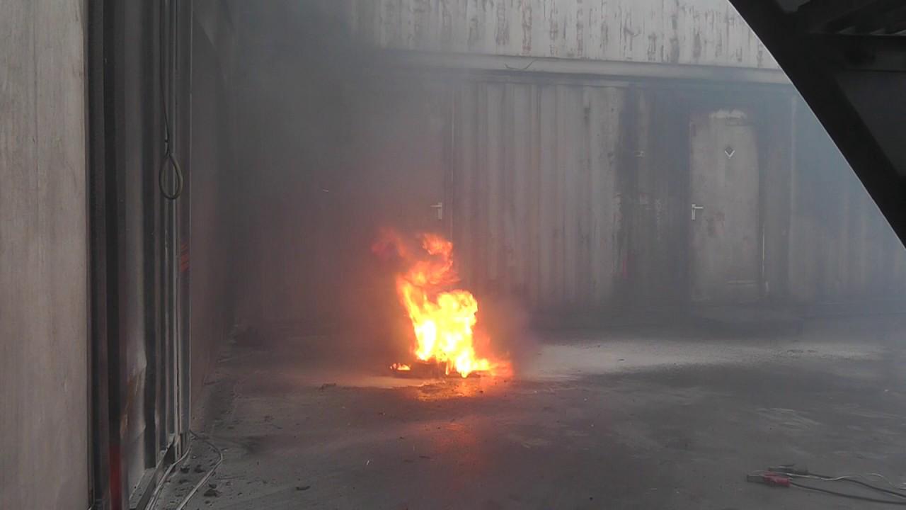 Lithium Ion Battery >> Li-ion fire extinguisher F-500 vs. Powder extinguisher ...
