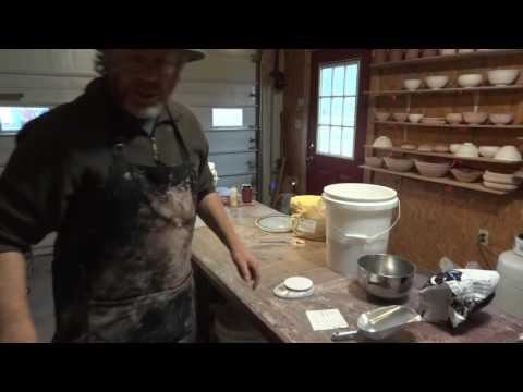 SIMON LEACHPOTTERY TV - Making up a glaze from raw materials !
