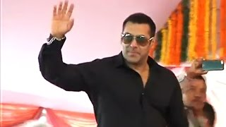 Salman Khan Promotes SULTAN At Gondia Engineering College