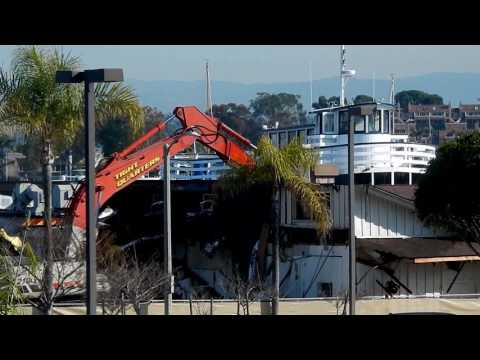 Demolition of Newport Harbor Yacht Club 2017