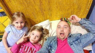 Влог ПОДАРКИ из Украины ПРОСПАЛИ 3 000 000 Обычная рутина маленького блогера Николь и Алисы