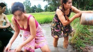 surpreendente  garota linda pescaria em Battambong  How to catch fishing 1