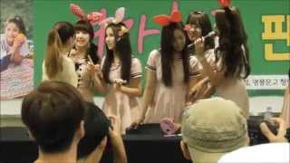 150913 GFriend ( 여자친구 ) took a picture with a Japanese fan girl. Sowon spoke in Japanese「写真を撮る」.