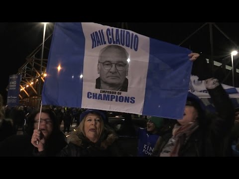 Leicester Fans Show Support For Claudio Ranieri