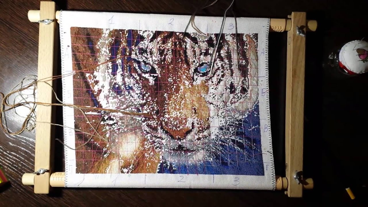 Вышивка тигр голубоглазый