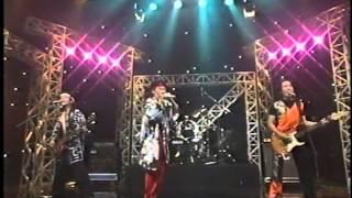 京極のオリジナル曲「DEKAI」 1995年TV出演ビデオから.