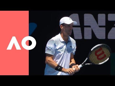 Roberto Bautista Agut v Stefanos Tsitsipas on-court warm up (QF) | Australia Open 2019