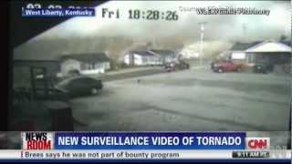 Camara de vigilancia en West Liberty, Kentucky EEUU muestra un tornado (4/3/2012) HD