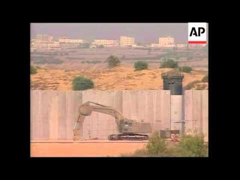 Gaza City scenes, Israeli troops at border